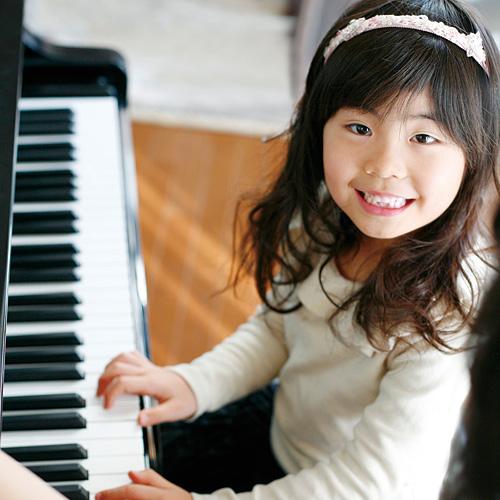 みどり徳重センター ヨモギヤ楽器|ピアノショップみどり徳重店|ヤマハ音楽教室|オリジナル音楽レッスン|鍵盤楽器 ピアノ・エレクトーン アコースティックピアノ、電子ピアノ、エレクトーン、キーボードなどをご紹介。お客様のご環境・ご予算に応じた最適な1台をご提案いたします。 一覧はこちら 中古・新品特価